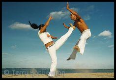 girls do it better... capoeira!