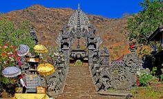 BALI - PEMUTERAN -- Access door to the temple
