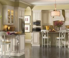 Shabby Chic Kitchen Design makes for the perfect family gathering place #ProSourceFloors #Kitchen #chic