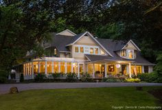 A country inn and renowned award-winning restaurant in Essex Connecticut, located in the beautiful Connecticut River Valley and along the Long Island Sound shoreline. This fine, luxury Ivoryton bed and breakfast is close to charming historic towns, shops,