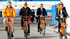 Koningspaar bezoekt Olympisch dorp - Blauw Bloed