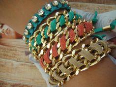 Mix de pulseiras em correntes,strass e couro. Completa qualquer look. R$112,50