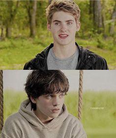 Omg they look so cute Aiden Teen Wolf, Scott Teen Wolf, Teen Wolf Mtv, Teen Wolf Memes, Teen Wolf Funny, Dylan Sprayberry, Dylan O'brien, Fan Fiction, Meninos Teen Wolf