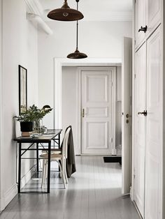 Home Design Ideas Home Interior Design, Interior Architecture, Interior And Exterior, Beautiful Architecture, Hallway Inspiration, Interior Inspiration, Hallway Decorating, Interior Decorating, Entry Hallway