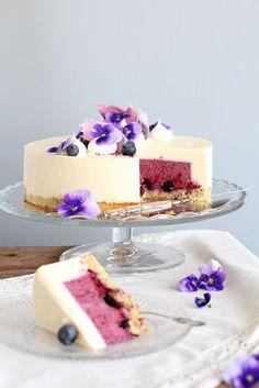 pikku murusia: Mustikka-kardemummajuustokakku Delicious Desserts, Yummy Food, Buzzfeed Tasty, Just Eat It, Healthy Cake, My Best Recipe, Yummy Eats, Cakes And More, No Bake Cake