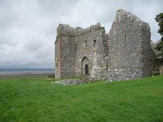 De ingang van Weobley Castle Wales (C) Jeremy Bolwell :: Geograph-Brittannië en Ierland