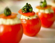 <p> *Receita do Vigilantes do Peso </p> <p>Ingredientes<br> Tomates-cereja<br> Queijo cottage<br> Qu... - Divulgação