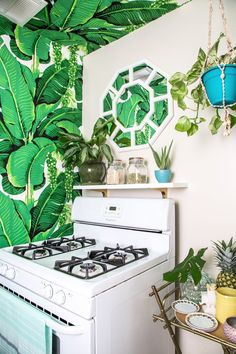 Kristen& Palm Beach-Inspired Home In Burbank: gallery image 30 Palm Beach Regency, Hollywood Regency Decor, Palm Beach Gardens, Tropical Houses, Inspired Homes, Chennai, Rustic Style, Decoration, House Tours