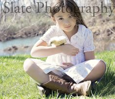 Slate Photography, Easter Photography, Spring poses, Outdoor Photography, Natural Light Photography, Baby ducks, Baby Chicks, Sibling Photography, Family Poses