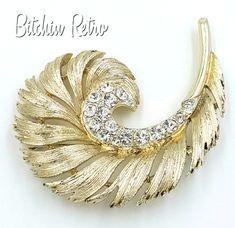 Retro Jewelry Lisner Vintage Rhinestone Brooch with Retro Swirl or Feather Design Vintage Costume Jewelry, Vintage Jewelry, Unique Jewelry, Feather Jewelry, Leaf Jewelry, Beaded Jewelry, Jewelry Necklaces, Gemstone Brooch, Jewelry Design Drawing