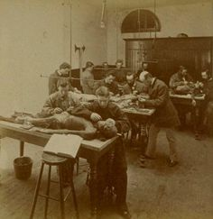 Clase de anatomía con cadáveres en 1870