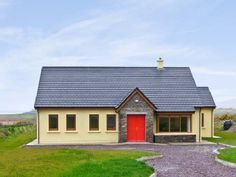 Sheehan Cottage - Superb Waterville holiday cottage, set one mile from lovely town in County Kerry. Irish Cottage, Old Cottage, Holiday Cottages To Rent, Log Fires, Ground Floor, Ideal Home, Gazebo, Outdoor Structures, Cabin