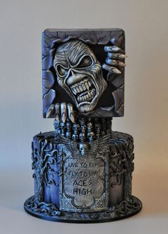 Iron Maiden cake - cake by ArchiCAKEture Mini Tortillas, Heavy Metal, Iron Maiden, Beautiful Cakes, Amazing Cakes, Beautiful Things, Scary Cakes, Gothic Cake, Cupcakes Decorados