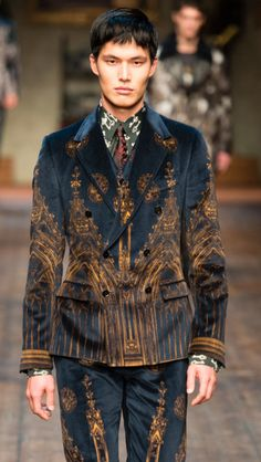 Absolutely stunning gothic architecture suit. Rich velvet. Dolce and Gabbana, Fall 2014. Menswear, Milan Fashion Week. #mfw