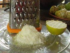La tecnica del limone congelato. Per cominciare, lavate e disinfettate il limone…