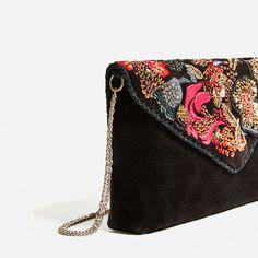 СУМКА С ВЫШИВКОЙ И ПЛЕЧЕВЫМ РЕМНЕМ-Просмотреть все-СУМКИ-ЖЕНЩИНЫ | ZARA Украина Embellished Purses, Embroidered Bag, Clutch Bag, Crossbody Bag, Floral Clutches, Side Bags, Unique Purses, Boho Bags, Beaded Bags