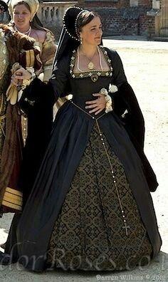 Tudor Costume - Absolutely beautiful, I especially lobve the colors! Mode Renaissance, Costume Renaissance, Renaissance Clothing, Renaissance Fashion, Tudor Dress, Medieval Dress, Elizabethan Dress, Historical Costume, Historical Clothing