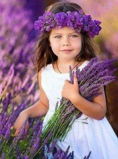 Young girl in beautiful lavender! Lavender Cottage, Lavender Fields, Lavender Color, Lavender Flowers, Purple Flowers, Lavender Ideas, Purple Love, All Things Purple, Shades Of Purple
