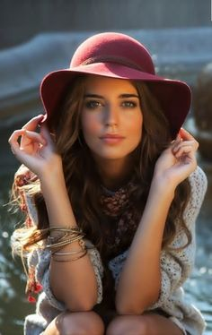 This pristine beauty is Spanish model Clara Alonso. This is simply gorgeous, and her hat is perfect! Divine…… (via angels-fallin-from-the-sky) Most Beautiful Faces, Beautiful Girl Image, Beautiful Eyes, Clara Alonso, Brunette Beauty, Girl With Hat, Girls Image, Mannequins, Woman Face