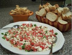 Fabulous Feta Dip with French Bread Homemade Beef Stroganoff, Fruit Dips, Feta Dip, Party Dishes, Learn To Cook, Pasta Salad, Yum Yum, Salads, Food And Drink