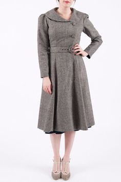 1940s grey dress coat with peter pan collar and pleats. LOVE.