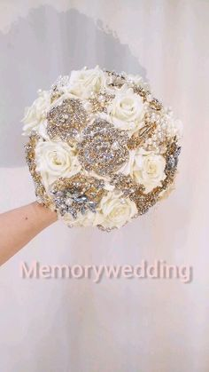 Cream pearl keepsake boquet by MemoryWedding White And Gold Wedding Cake, Gold Wedding Colors, Wedding Flowers, Luxury Wedding Cake, Purple Wedding, Wedding Brooch Bouquets, Pearl Bouquet, Broach Bouquet, Crystal Bouquet