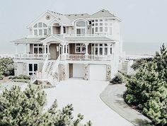 House Layout Plans, Dream House Plans, House Layouts, Unique House Design, Dream Home Design, My Dream Home, Dream Beach Houses, Luxury Homes Dream Houses, Cute House