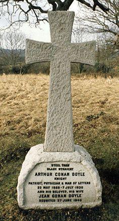 The grave site of Sir Arthur Conan Doyle (author of the Sherlock Holmes mysteries) All Saints Churchyard, Minstead Hampshire, England Cemetery Monuments, Cemetery Headstones, Old Cemeteries, Cemetery Art, Graveyards, Sir Arthur, Arthur Conan Doyle, William Golding, Sherlock Holmes