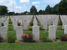cimetière britannique Bayeux Sidewalk, British People, Side Walkway, Sidewalks, Pavement, Walkways