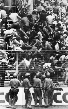 Police And British Football Hooligans – 1980 to 1990 - Flashbak England Vs France, England Fans, Soccer Match, Soccer Fans, Cycling Quotes, Cycling Art, Football Firms, Soccer Hooligans, Ultras Football