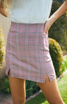 Complete your preppy style with the Plaid Cara Skirt by John Galt. Available in a plaid print, this mini skirt is complete with a high-rise fit, back zipper closure, and two front slits. Pink Plaid Skirt, Plaid Skirts, Cute Skirts, Mini Skirts, Girls Bridesmaid Dresses, Designer Party Dresses, Girls Party Dress, Summer Skirts, Preppy Style