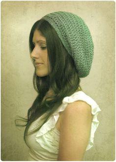 Gleeful Things: Gumdrop Slouchy Hat - free crochet pattern by Julie King. Crochet Kawaii, Diy Crochet Hat, Crochet Slouchy Hat, Crochet Gratis, Learn To Crochet, Crochet Clothes, Free Crochet, Crocheted Hats, Slouchy Beanie