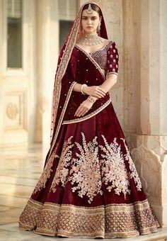 Find top trending and unique Sabyasachi Lehenga Designs for your dream bridal look. Best bridal lehenga designs by Sabyasachi for 2020 weddings. Indian Bridal Outfits, Indian Bridal Lehenga, Indian Bridal Fashion, Indian Bridal Wear, Indian Dresses, Bridal Lehenga 2017, Sabyasachi Lehenga Bridal, Lehenga Dupatta, Bridal Sari