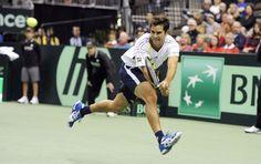DAVIS CUP 2013 - Thiago Alves na Copa Davis de tênis. Ele se esforçou, mas não foi páreo diante do saque demolidor de John Isner. Foto: EFE.