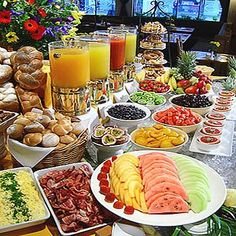 rustic breakfast buffet display - Buscar con Google