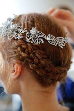 backstage hair & makeup at marchesa's spring 2016 bridal presentation   image via: bridal musings