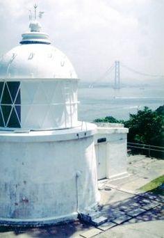 淡路市野島にある江崎灯台は白い外観が美しい灯台です 明治4年に灯台の父と呼ばれるリチャードヘンリーブランドによって作られました その美しさは行き交う船もみとれるほど() 明石海峡を望むこともできますよ (o) tags[兵庫県]