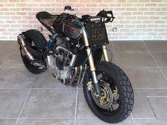 Motorcycle Design, Motorcycle Outfit, Bike Design, Cafe Moto, Brat Cafe, Cafe Racer Headlight, Suzuki Sv 650, Custom Headlights, Flat Tracker