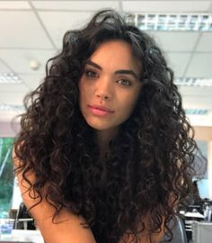 90 easy hairstyles for naturally curly hair - Hairstyles Trends Curly Hair Tips, Curly Hair Care, Long Curly Hair, Curly Hair Styles, Natural Hair Styles, Style Curly Hair, Naturally Curly Hair, Hairstyles Haircuts, Love Hair