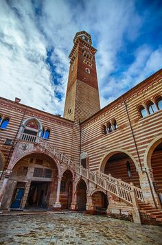 Verona, torre dei Lamberti by Daniele Lembo on Places To See, Places Ive Been, Italy History, Verona Italy, Where To Go, Italy Travel, Travel Destinations, City Life, Amazing Nature
