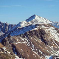 Monday Vibes ☀️ #österreich #salzburgerland #obertauern #visitsalzburgerland #skiobertauern #mountainsarecalling  #austria  #myaustria #visitaustria #austrianalps  #mountains #skithealps #bestofaustria #travel #wanderlust #travelbug #ski #snowboarding #discoveraustria #gosnow #alps #homeiswherethemountainsare #bestofthealps  #passionpassport#wetravelled #igersaustria #outandabout  @obertauern_com Ski And Snowboard, Snowboarding, Skiing, Winter Sports, Alps, Mount Everest, Wanderlust, Sun, Mountains