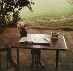 Virginia Woolf's working table, photographed by Gisèle Freund (1965)
