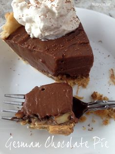 German chocolate pie - like German chocolate cake and chocolate pudding, all in one!