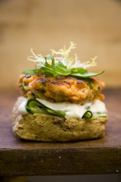 Salmon burgers with goats cheese and sundried tomatoes
