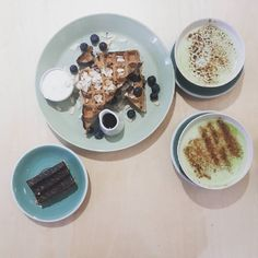 R A W . P R E S S  Afternoon in Chelsea and finally tried @rawpressco but the fro yo machine was broken  had a raw snickers bar with a matcha latte and my friend had the waffle! Yum!  #fitlondoners #BBG #Thekaylamovement #BBGgirls #kaylaitsines #kaylasarmy #deathbykayla #fitbykayla #fitgirls #fitfrenchies #noexcuses #nopainnogain #bikini #cleaneating #eatclean #nutrition #healthyeating #weightloss #healthylifestyle #fitfam #regimeuse #eathealthy #eatcleantraindirty #absaremadeinthekitchen…