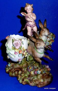 Österliche Porzellan Figurengruppe  Engel reitet auf Hasen Ostereier Vase Ostern
