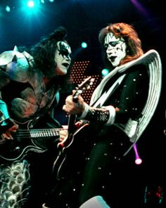 Vinnie Vincent, Eric Carr, Peter Criss, Kiss Pictures, Paul Stanley, Kiss Band, Ace Frehley, Gene Simmons, Kissing Pics