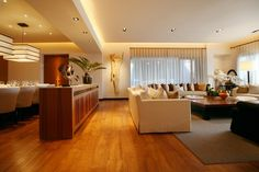 Pay attention to consider the overall living room bay, usually from the edge of the sofa seat to the TV should ensure that not less than 2 meters as well. Sofa Seats, Living Room, Pay Attention, Home Living Room, Drawing Room, Lounge, Family Rooms, Dining Room, Family Room