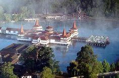 Lago Hévíz - el lago de agua termal curativa más grande de Europa - en Hungría