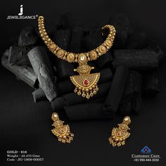 Get this beautifully crafted jewellery. Gold Jewelry Simple, Gold Rings Jewelry, Stylish Jewelry, Fashion Jewelry, 1 Gram Gold Jewellery, Gold Jewellery Design, Indian Jewelry Earrings, Short Necklace, Necklace Set